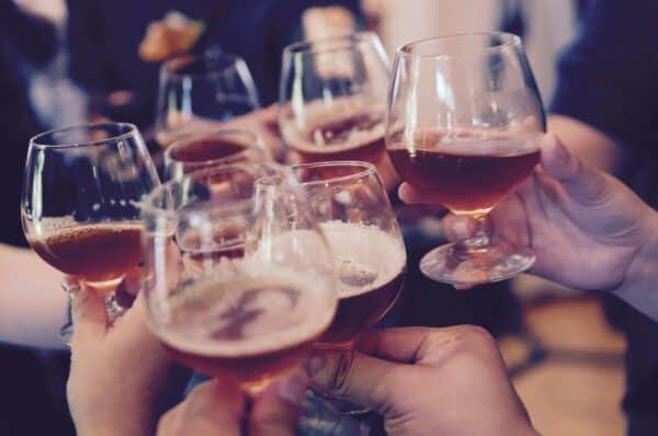 glasses, toasting, cheers-919071.jpg